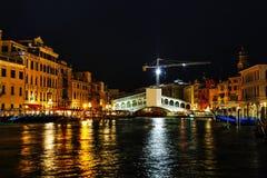 Rialtobrug (Ponte Di Rialto) in Venetië Stock Fotografie
