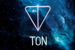 Riazan, Russie - 30 avril 2018 : Logo du réseau ouvert de télégramme - cryptocurrency de TONNE sur l'affichage du PC Images libres de droits