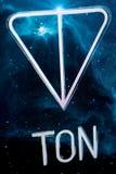 Riazan, Russie - 30 avril 2018 : Logo du réseau ouvert de télégramme - cryptocurrency de TONNE sur l'affichage du PC Image stock