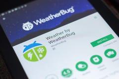 Riazan, Russie - 19 avril 2018 - survivez par WeatherBug APP mobile sur l'affichage de la tablette photo stock