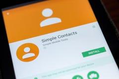 Riazan, Russie - 3 juillet 2018 : Contacts simples APP mobile sur l'affichage de la tablette photo libre de droits