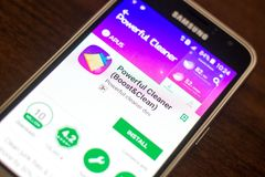 Riazan, Russie - 4 mai 2018 : Décapant puissant APP mobile sur l'affichage du téléphone portable photos stock