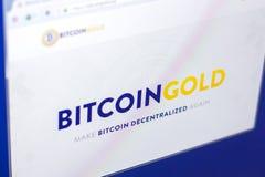 Riazan, Russie - 29 mars 2018 - page d'accueil de cryptocurrency d'or de Bitcoin sur l'affichage de PC, adresse de Web - bitcoing photo libre de droits