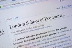 Riazan, Russie - 9 septembre 2018 - page de Wikipedia au sujet de London School of Economics sur un affichage de PC photos libres de droits