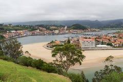 Ribadesella, μια όμορφη πόλη στο κόστος των αστουριών στοκ εικόνες