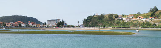 Ribadesella e o rio de Sella Fotografia de Stock