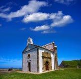 Ribadesella Ermita laGuia eremitboning Asturias Spanien arkivfoto