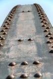 Ribattini d'acciaio di un ponticello Immagini Stock