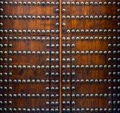 Ribattini dorati sulle vecchie plance di legno Immagine Stock Libera da Diritti