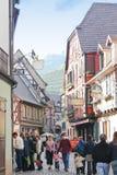 Ribauvillé früher Morgen-Einkaufen-Straße, Frankreich Lizenzfreies Stockbild
