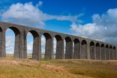 Ribblehead viadukt i de Yorkshire dalarna, England Royaltyfria Foton