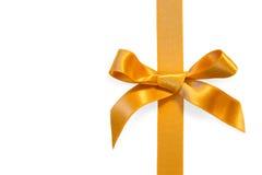 Ribbone dorato con l'arco, isolato Fotografia Stock