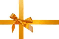 Ribbone trasversale dorato con l'arco, isolato Fotografia Stock Libera da Diritti
