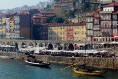 Ribeira和它美丽的房子和小船 免版税图库摄影