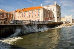Ribeira地区和塔霍河水在里斯本,葡萄牙 库存照片