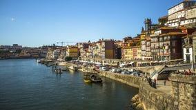 Ribeira, bateaux traditionnels à la rivière de Douro dans la vieille ville Image stock