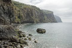 Ribeira Brava kustlinje med klippor, madeiraö royaltyfria bilder