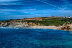 Ribeira de Ilhas Beach在Ericeira葡萄牙 免版税图库摄影