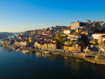 Ribeira na luz larga do dia, Porto, Portugal fotos de stock