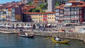 Ribeira Waterkant en Rivier Douro, Porto, Portugal royalty-vrije stock afbeelding