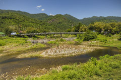 Ribeiro e rochas nas montanhas Fotografia de Stock