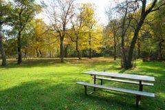 ribnjak för bänkcroatia park Arkivfoto