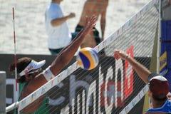 Ricardo blockend - setzen Sie Volleyball in Prag 2012 auf den Strand Stockbilder