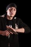 Ricarica del giovane una pistola sul nero Immagine Stock Libera da Diritti