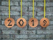 Ricci di legno con la data tagliata 2019 fotografia stock libera da diritti