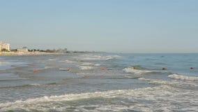 Riccione, Italia La riva della spiaggia durante l'ora legale Emilia Romagna archivi video
