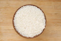 Rice. Wood bowl of uncooked rice Royalty Free Stock Images