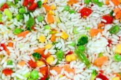 Rice & grönsaker Blandning som äter middag Rice med grönsaker Aptitretande sunt Arkivbilder