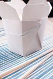 Rice i take-ut boxas från kinesisk restaurang Arkivfoton