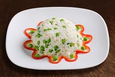 Rice med ärtor och peppar royaltyfri bild