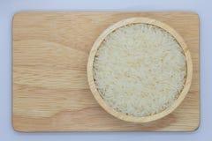 Rice na drewnianym pucharze obraz stock