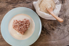 Rice na drewnianym tle zdjęcia royalty free