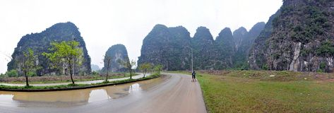 Rice plantations and limestone cliffs in Ninh Binh, Vietnam Stock Photography