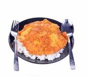 Rice, smakowity cząberu omelette na białym tle obraz stock