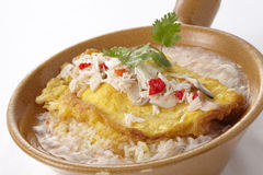 Rice topped with omelet and crab in gravy Royalty Free Stock Photography
