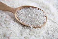 Rice w drewnianej łyżce Zdjęcie Royalty Free