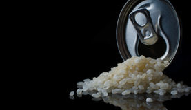 Rice w słoju kucharzie, dieta zdrowa, suchy, zbożowy, składnik, odizolowywający, natura, odżywianie Obrazy Royalty Free