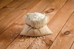 Rice w torbach na drewnianym stole Obraz Royalty Free