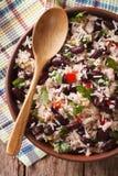 Rice z czerwonymi fasolami w pucharu zakończeniu na stole Vertical fotografia royalty free