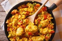 Rice z kurczakiem ain smaży niecki zbliżenie horyzontalny odgórny widok obrazy royalty free