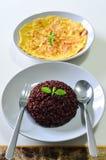 RiceBerry mit thailändischer Art des Wurst-Omeletts Lizenzfreies Stockfoto