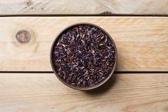 Riceberry pode dentro foto de stock