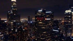 Ricerca aerea dell'orizzonte di Los Angeles alla notte video d archivio