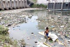 Ricerca dei rifiuti Fotografia Stock Libera da Diritti
