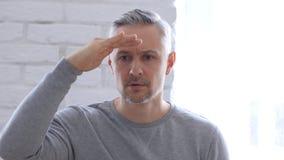 Ricerca del gesto dall'uomo Medio Evo in ufficio Fotografia Stock