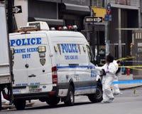 Ricerca della scena del crimine di NYPD Immagini Stock